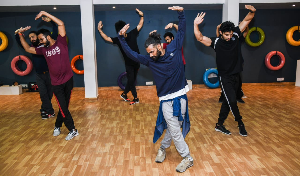 adults dance classes in vasant kunj